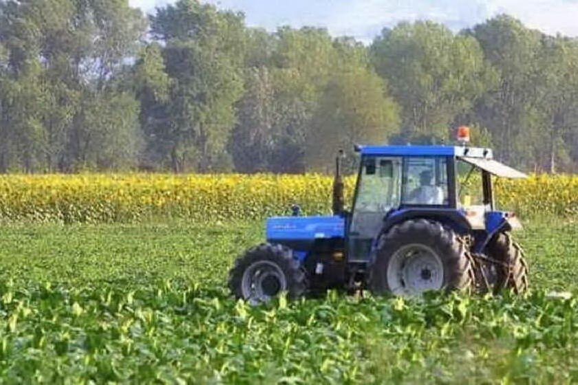 Tragedia in campagna, 13enne muore schiacciato dal trattore
