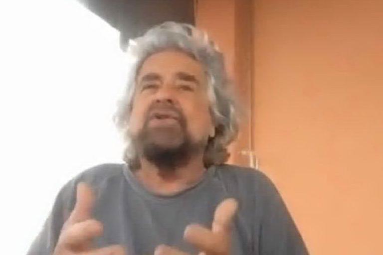 """Beppe Grillo: """"Io segretario elevato del Pd"""""""