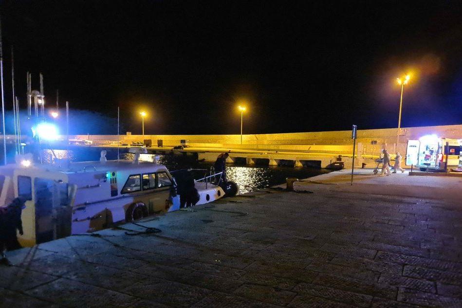 Evacuazione medica di un marittimo dalla Costa Firenze al largo di Arbatax