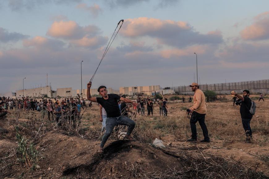 Gaza: 41 feriti negliscontri, Israele colpisce le postazioni di Hamas