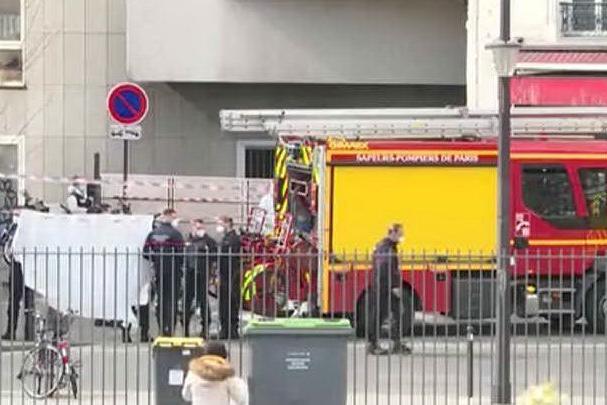 Aggredisce un agente con un coltello: ucciso a Parigi