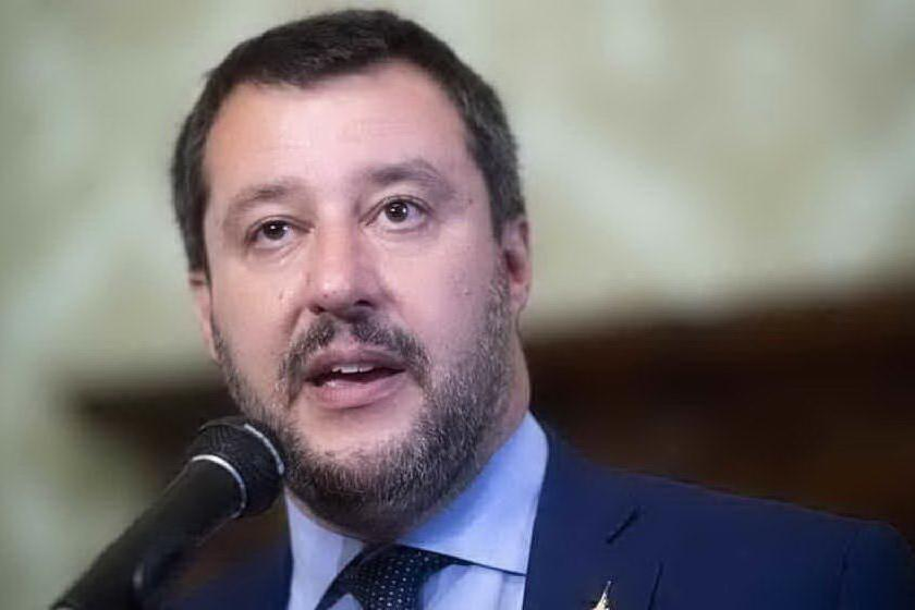 """""""Parlate di Bibbiano e trovate una famiglia terremotata"""", il pizzino con le richieste di Salvini"""