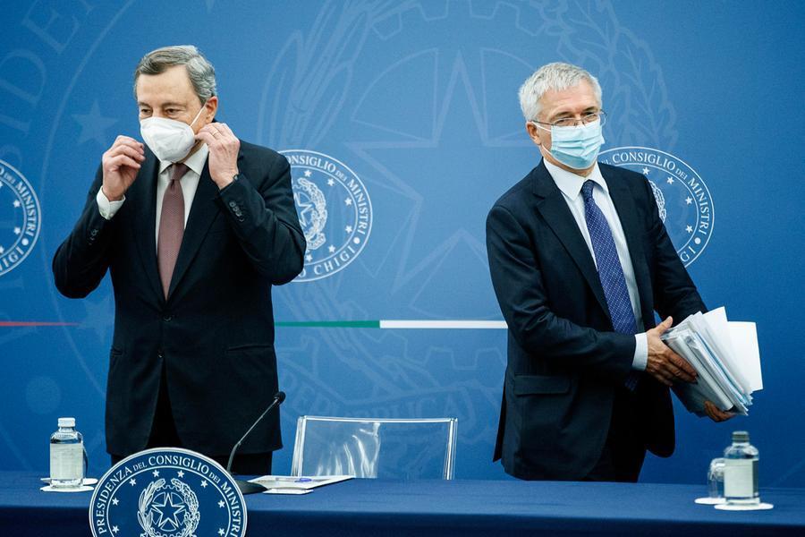 """Legge di bilancio,via libera del Consiglio dei ministri. Draghi: """"Manovra espansiva, stimola la crescita"""""""