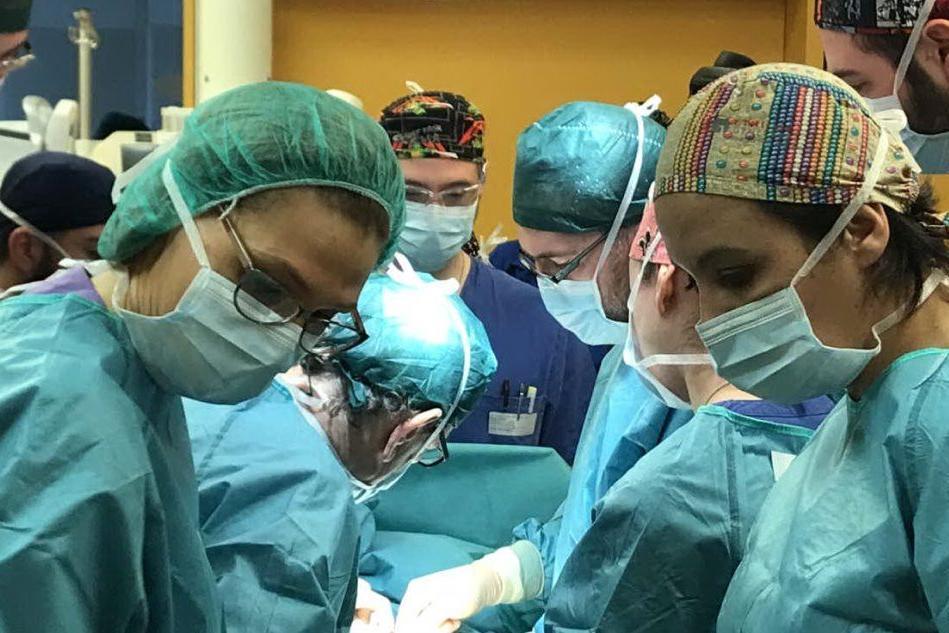 """Policlinico, 7 ore in sala operatoria per rimuovere un tumore. """"Intervento riuscito"""""""