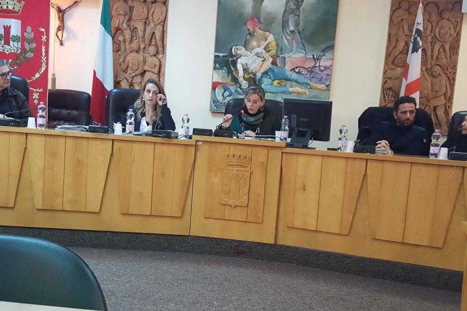 Macomer, sul Cpr e sulla vicenda giudiziaria Ippocrate è scontro totale