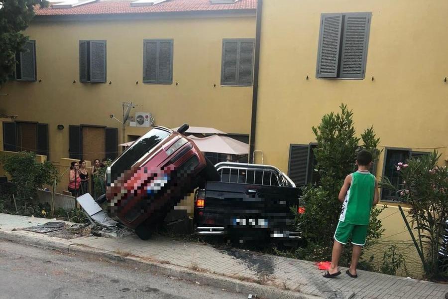 Sant'Elia, spari per fermare il furgone rubato: disoccupato arrestato per resistenza e furto