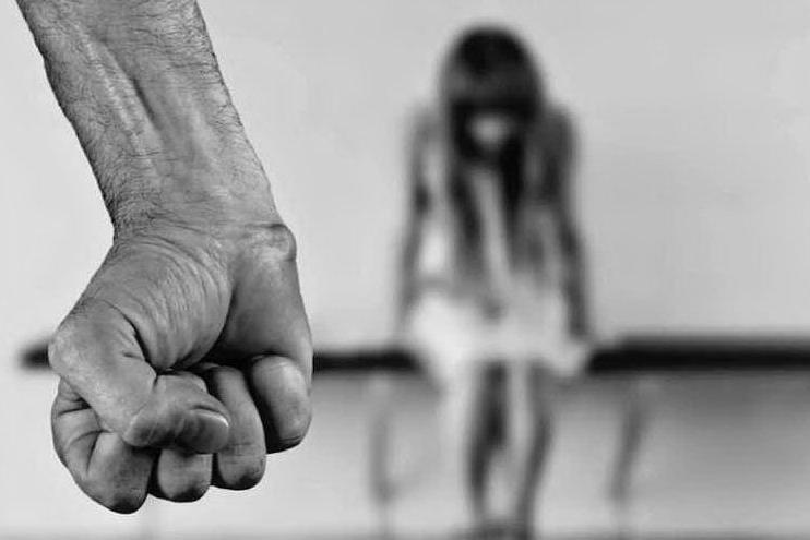 Stuprarono una donna filmandosi: condanna a 7 anni e mezzo per due italiani