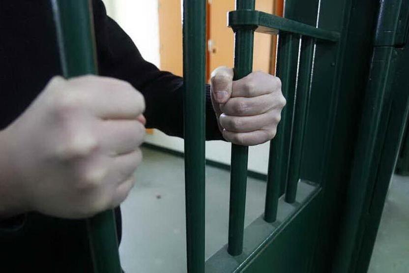 Scavalcano il muro di cinta del carceree scappano, caccia ai due evasi