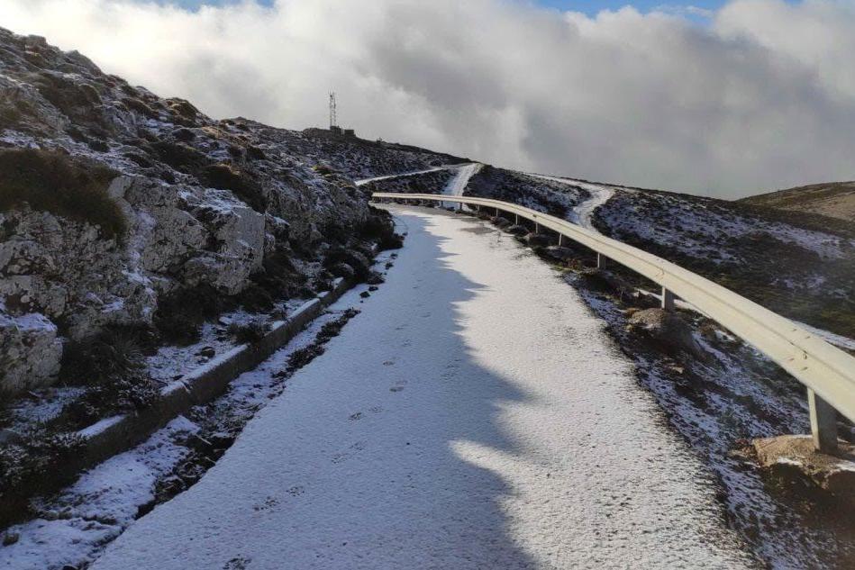 Sinnai, la neve torna sul monte Serpeddì