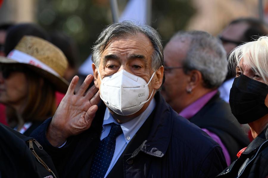 Falsi bilanci comunali, bufera sul Comune di Palermo: indagato anche il sindaco Orlando