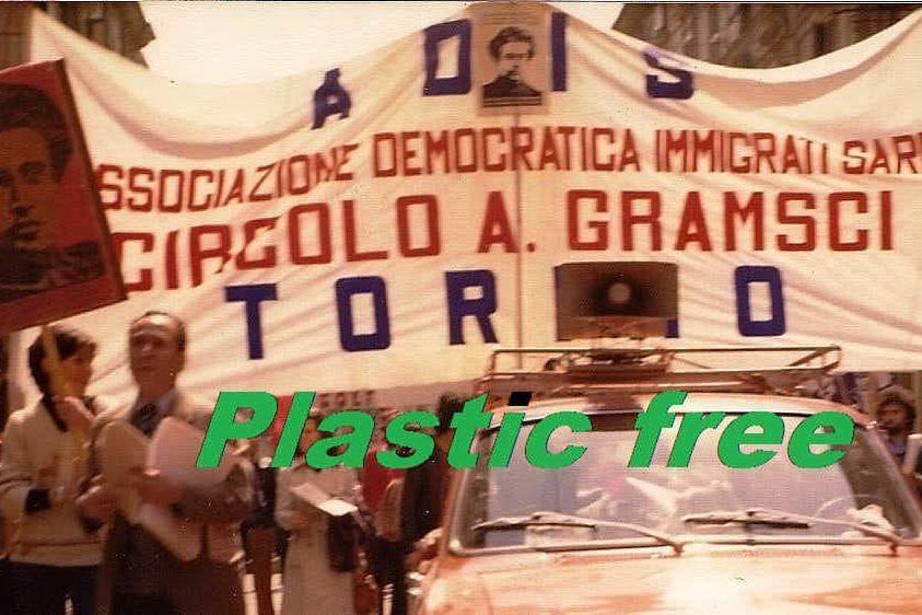 """Il circolo Gramsci di Torino: """"Siamo i primi a dichiararci plastic free"""""""