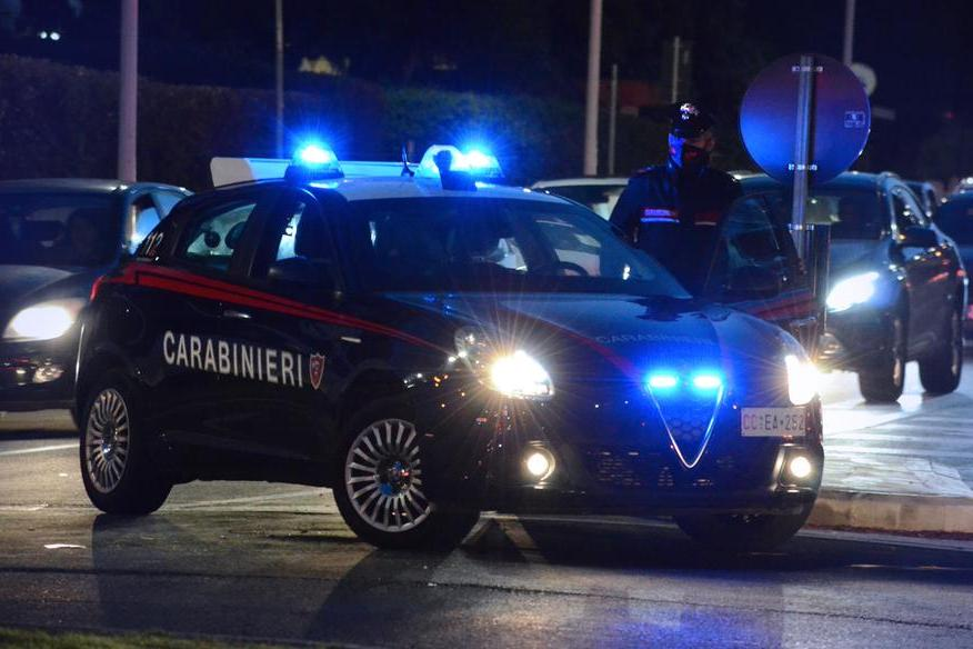 Minaccia con un cacciavite un 17enne a Cagliari