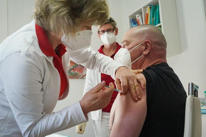 Germania, risalgono i contagi: 13mila casi al giorno