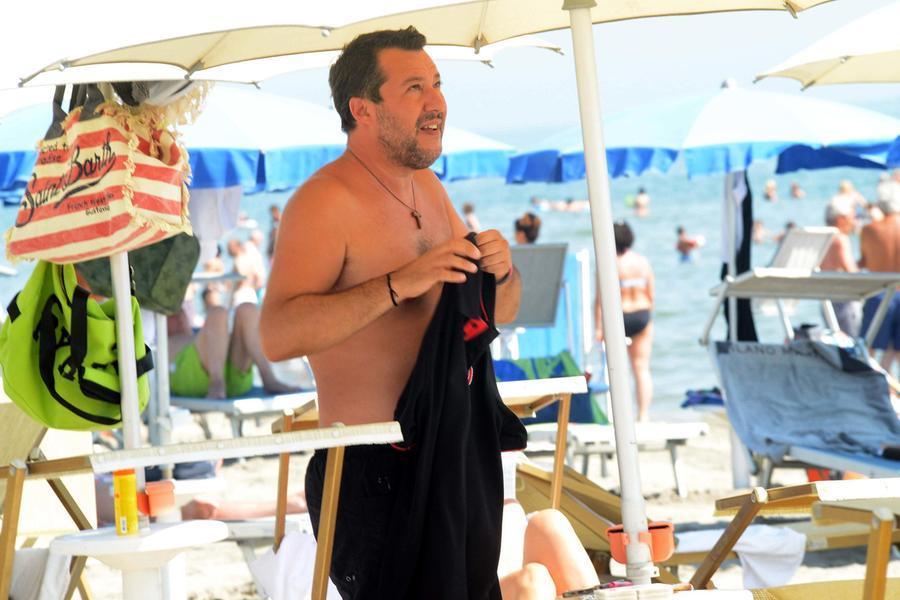 Matteo Salvini al Papetee di Milano Marittima (Ansa)