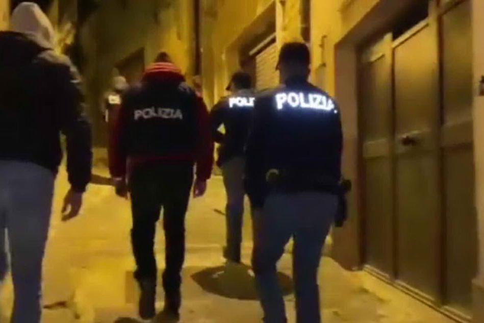 Mafia, estorsioni e traffico di droga: maxi operazione della Polizia