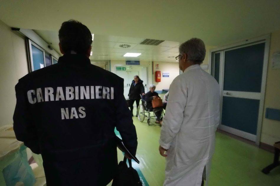 Traffico internazionale di farmaci antitumorali, arresti e sequestri