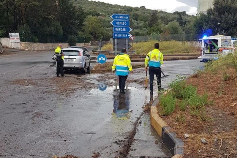 Bomba d'acqua a Sassari: allagamenti e strade chiuse