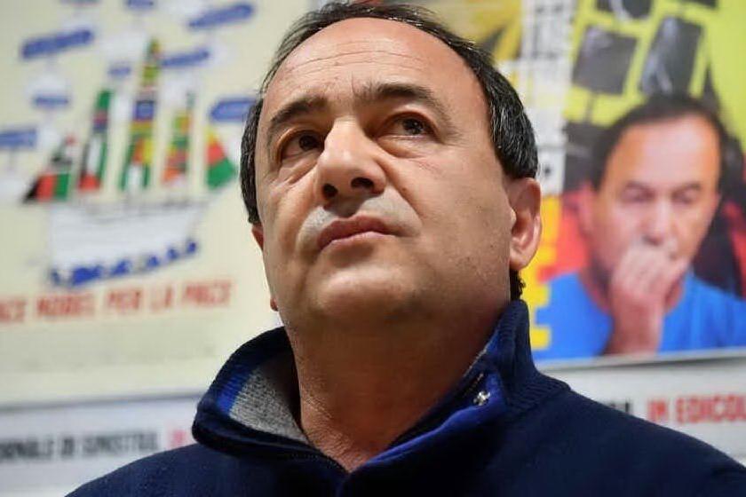 """Migranti, nuovo avviso di garanzia per Mimmo Lucano: """"È assurdo"""""""