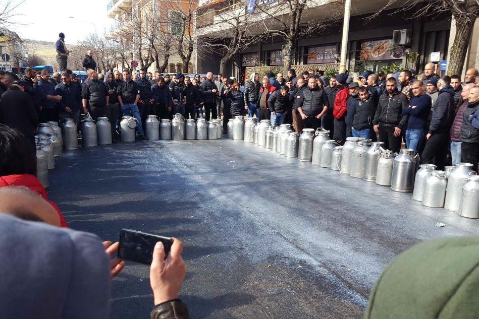 Una protesta dei pastori (Archivio L'Unione Sarda - Oggianu)