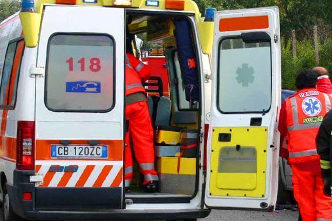 Finisce nella vasca piena di mosto, muore operaio 30enne