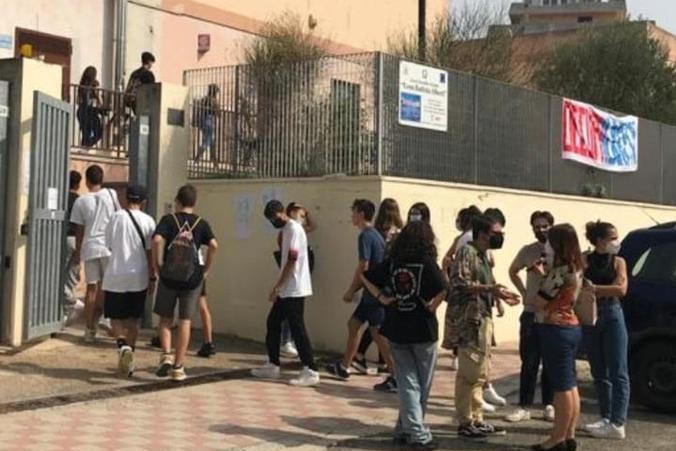 """Studenti occupano il liceo """"Alberti"""" a Cagliari:""""Degrado e sovraffollamento: già persa una settimana di lezioni"""""""