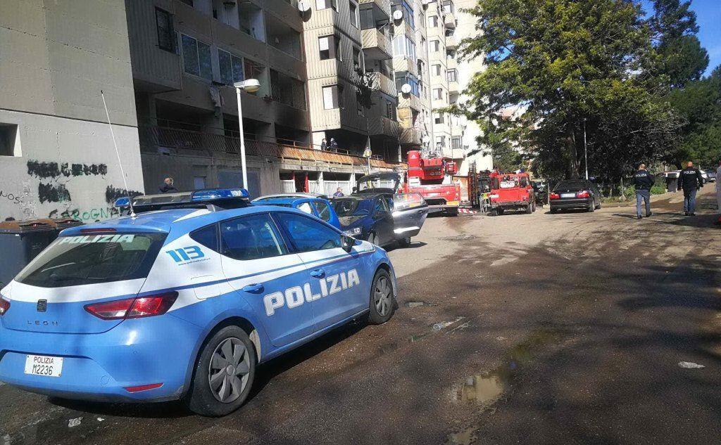 Polizia e vigili in via Schiavazzi (foto Piras)