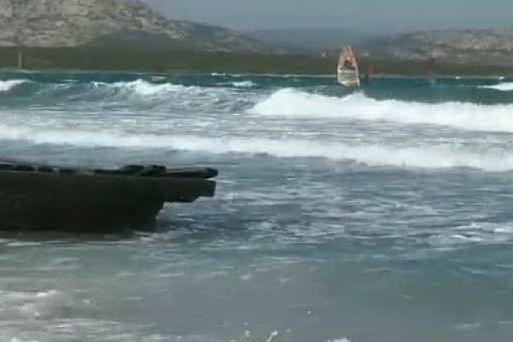 A Stintino ritorna lo spettacolo del windsurf