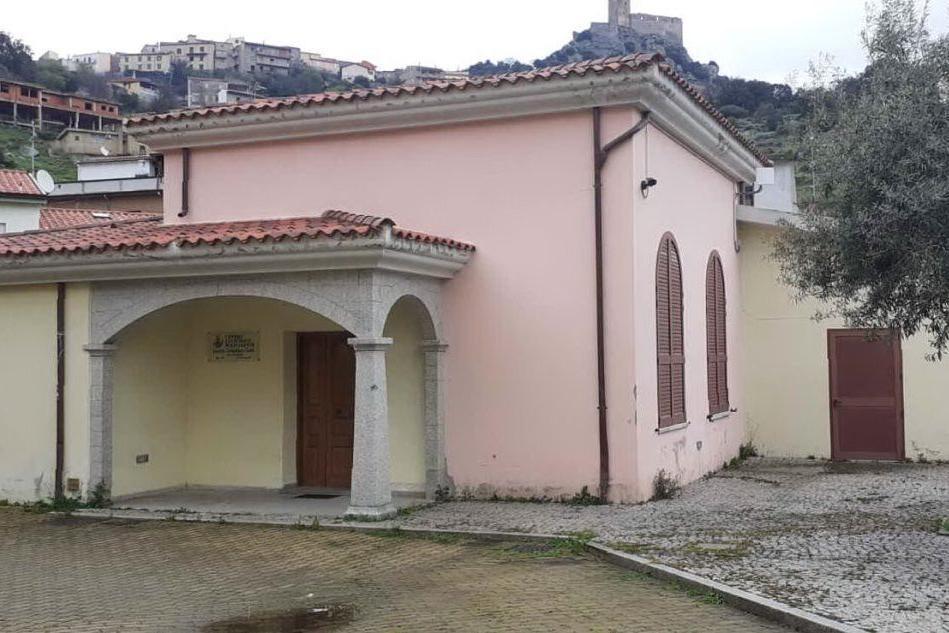 """Il centro sociale \""""Piu Bastianu Gaias\"""" di Esporlatu, dove saranno eseguite le vaccinazioni (L'Unione Sarda - Tellini)"""