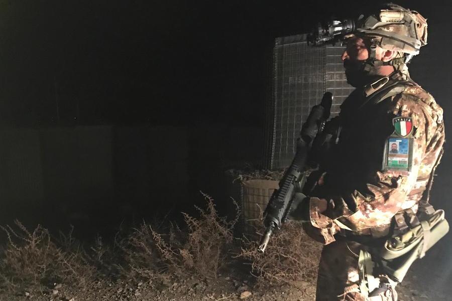 Nella notte di Herat, sempre al buio per proteggersi dai talebani