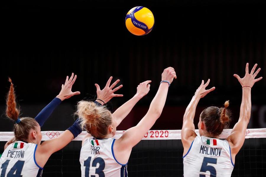 """Tokyo2020, fuori anche le Azzurre del volley. Il coach: """"Avevo detto loro di staccarsi dai social"""""""