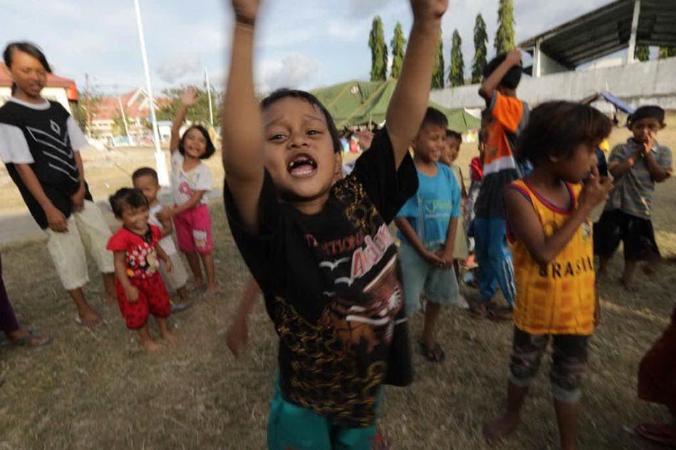 L'allarme di Save the Children: infanzia negata a un bimbo su tre