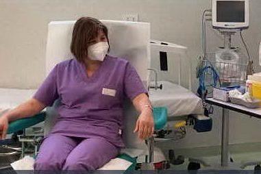 Brotzu, la prima infermiera vaccinata contro il Covid è Virginia Boi