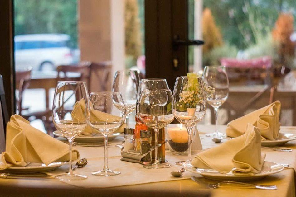 Bonus ristoranti, un contributo fino a 10mila euro per i locali sardi