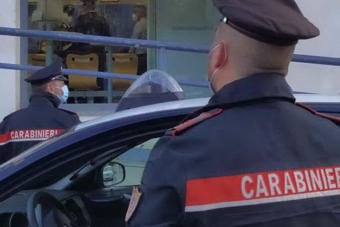 Aggredisce una ragazza e minaccia i carabinieri: 19enne denunciato a Cagliari