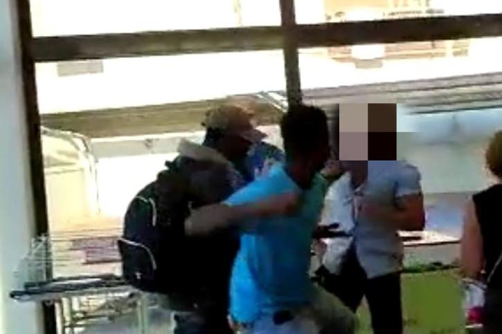 Porto Torres, aggressione al supermercato: due uomini accusati di danni e lesioni personali
