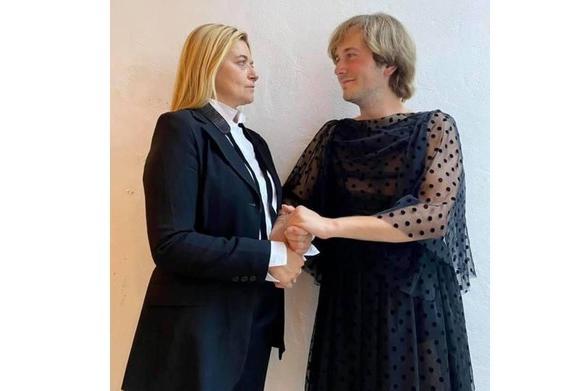 """Candidati Pd uomo e donna si scambiano i vestiti: """"Andiamo oltre gli stereotipi di genere"""""""