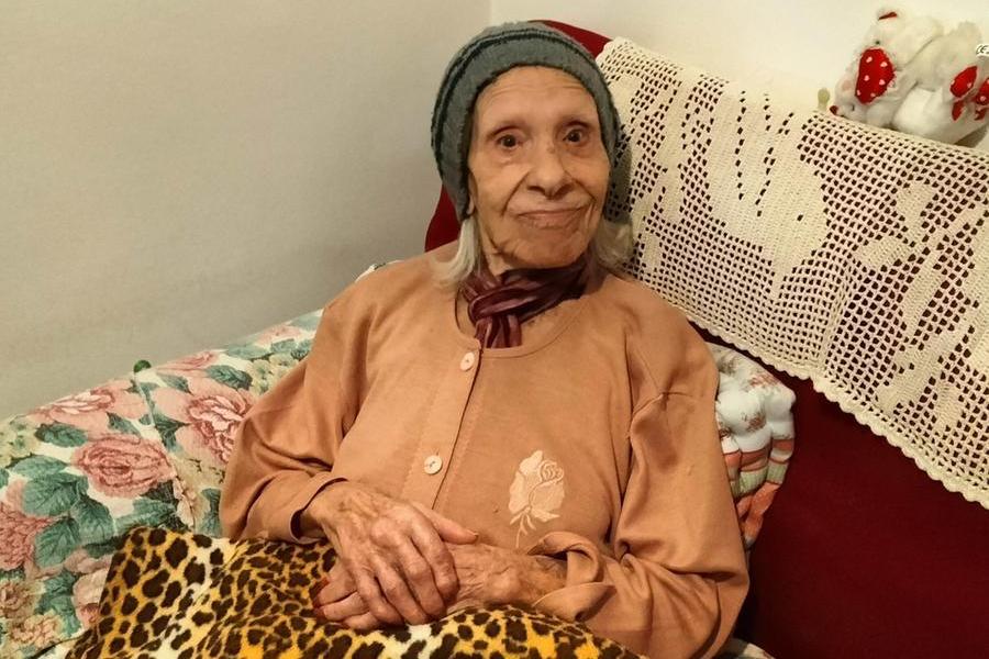Carbonia festeggia i cento anni di nonna Iolanda