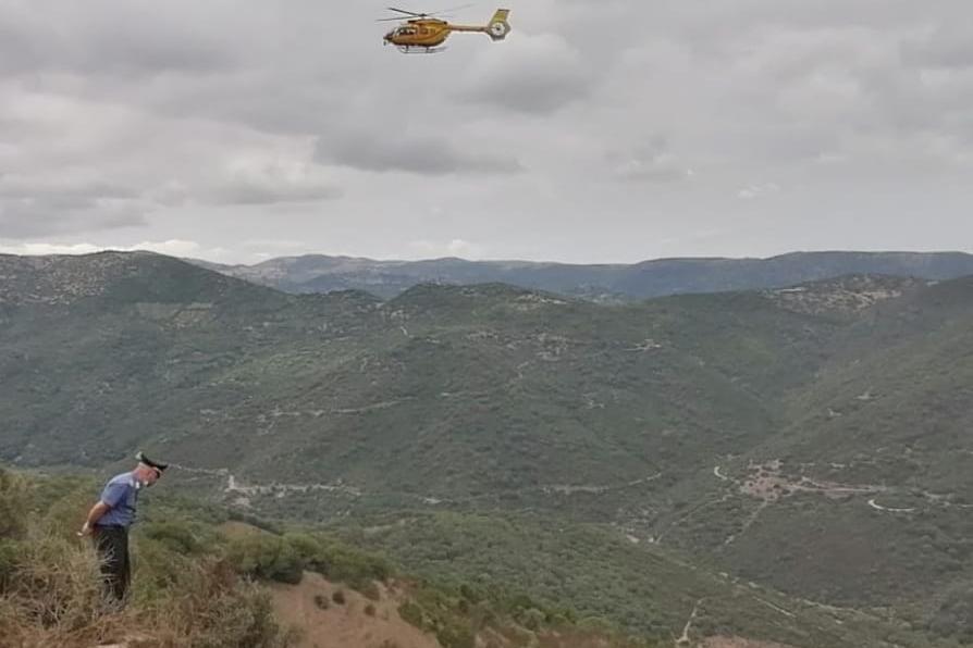 Precipita sul fondo di un dirupo ad Armungia: 55enne recuperato dopo tre ore di ricerche