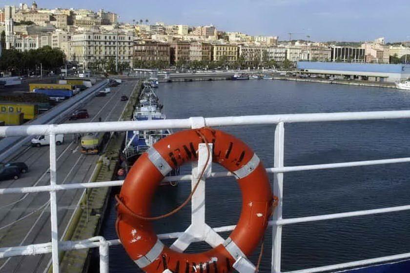 Mercantile al largo, a bordo un morto per Covid