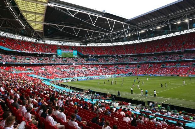 """Europei, Uefa sotto attacco per le partite a Wembley con 60mila spettatori: """"Irresponsabile"""""""