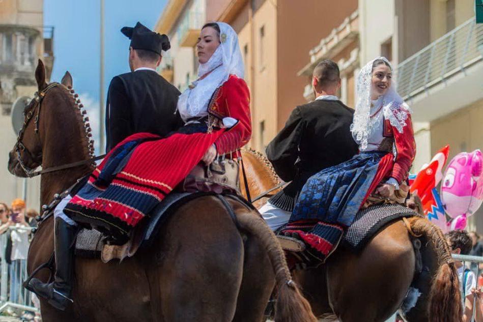 La tradizione della Cavalcata Sarda negli scatti di Merella