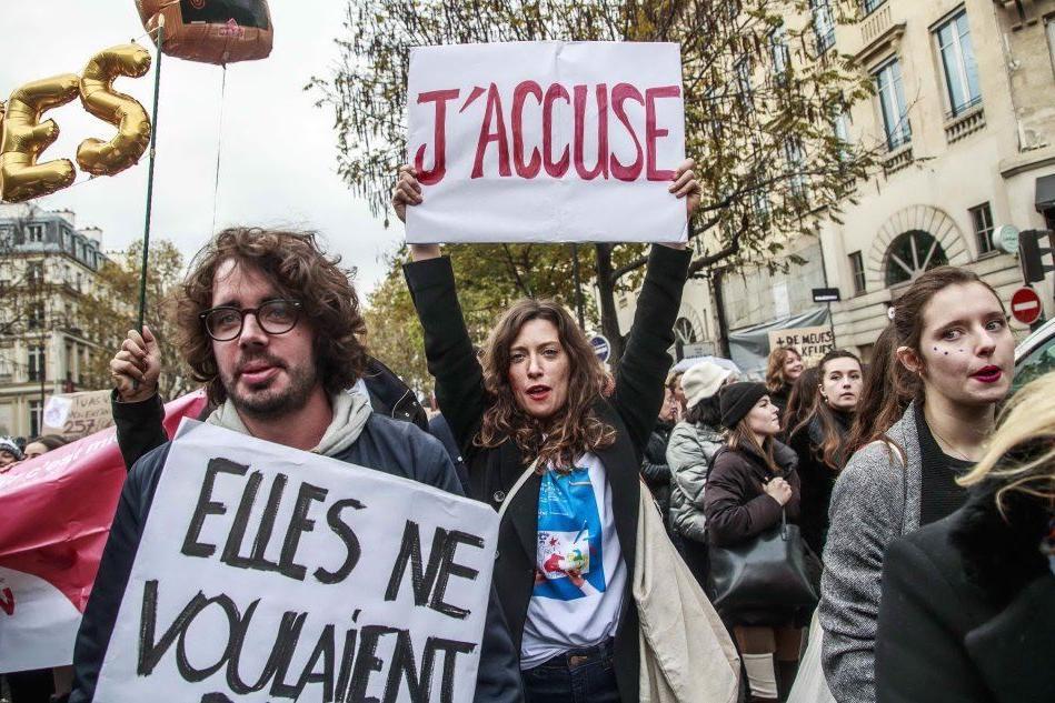 Violenza sulle donne, a Parigi una marea viola per chiedere tutele
