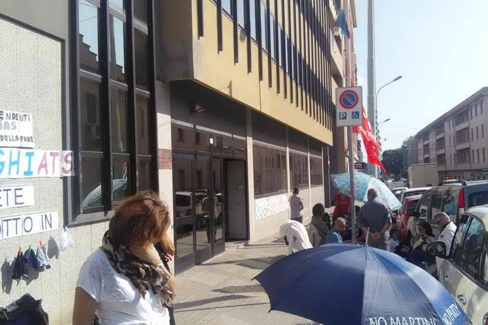 Aias, ancora in sciopero della fame i lavoratori senza stipendio