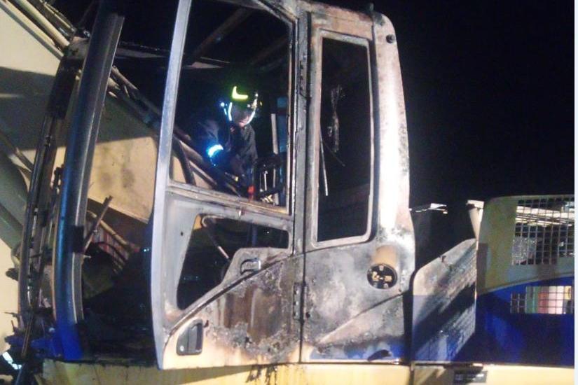 Porto Torres: escavatore in cenere nell'area industriale, indagano i carabinieri