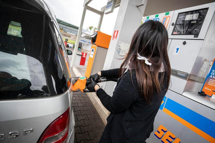 La benzina sale a 1,670 euro al litro, ai massimi da sette anni