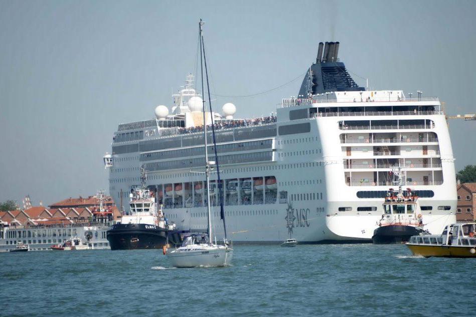 Incidente a Venezia: giusto impedire alle grandi navi di arrivare in porto?