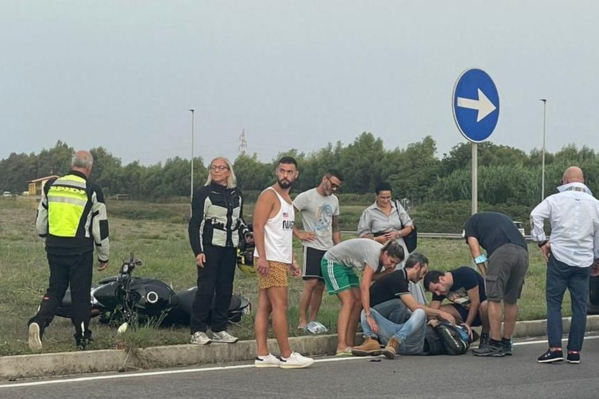 Incidente ad Alghero: centauro sbalzato dalla moto