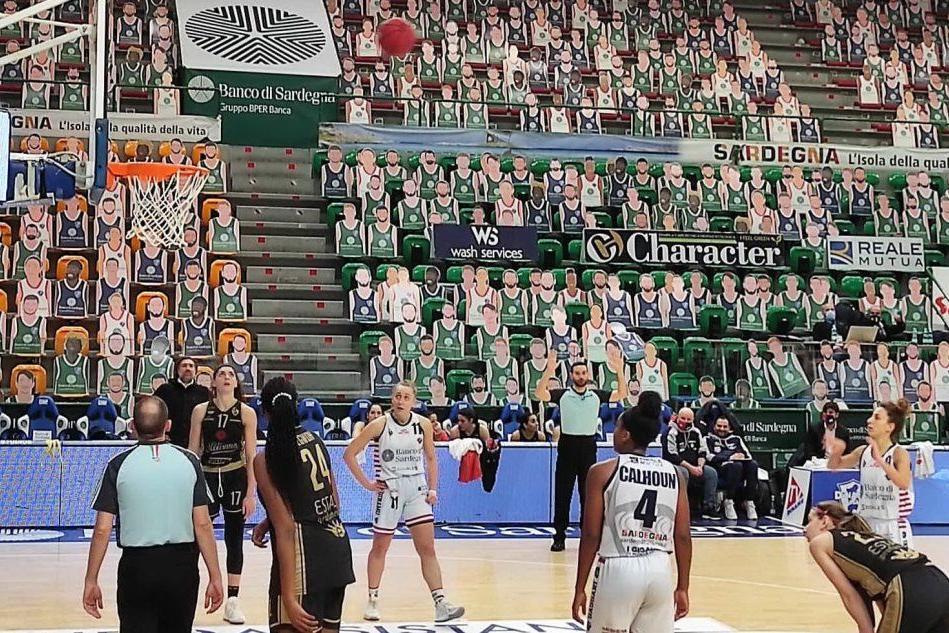 Basket femminile, la Dinamo a Lucca per il recupero della settima di andata