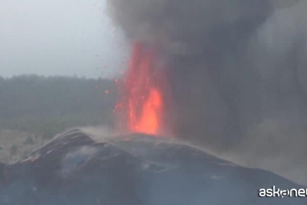 Canarie, la lava scende verso il mare di La Palma: si temono gas tossici