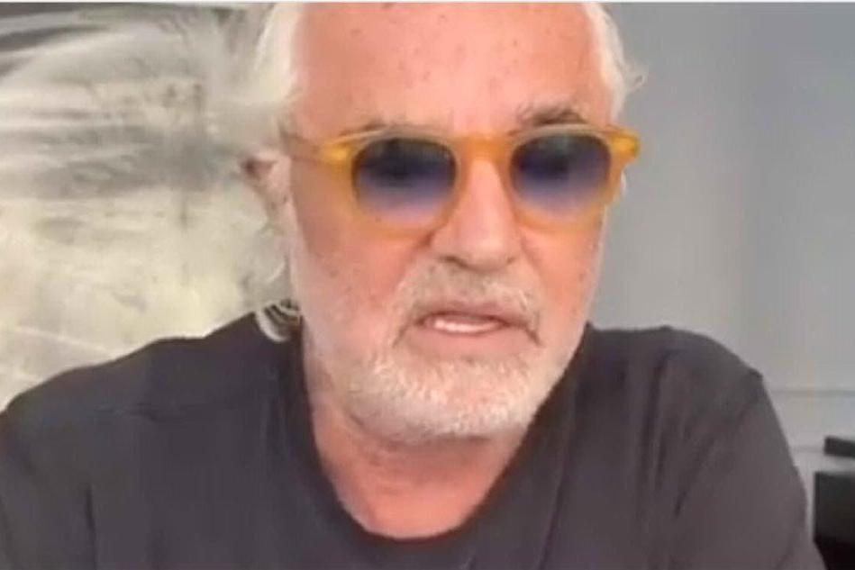 """Briatore, nuovo attacco al sindaco di Arzachena: """"Ballano sui tavoli, non fa rispettare le misure del governo"""""""